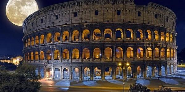 Photo du Colisée avec la lune