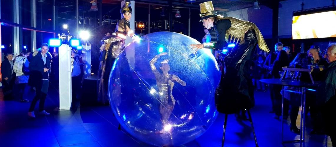 contorsionniste-boule-de-cristal